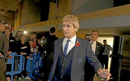 Pellegrini, llegando a Sevilla con el City.