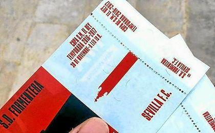 Imagen de dos entradas para el Formentera-Sevilla.
