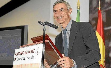 Antonio Álvarez, dirigiéndos a los presentes del acto.
