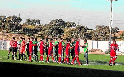 El San José saluda al Almodóvar antes de su reciente duelo.