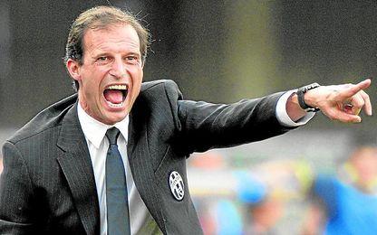 Massimiliano Allegri, dando órdenes a su equipo desde el banco.