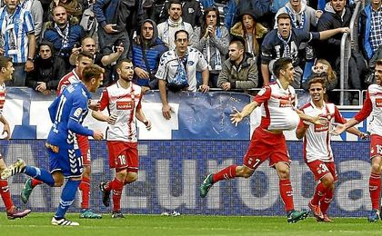 Gerard Moreno celebra su gol al Alavés.