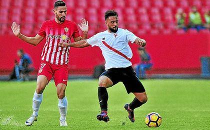 Ivi, durante un partido del Sevilla Atlético contra el Almería.