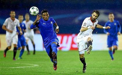 Pareja, en un lance del partido en Zagreb ante el Dinamo.