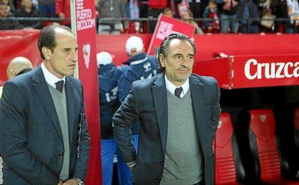 Prandelli, entrenador valencianista, junto al delegado che ´Voro´