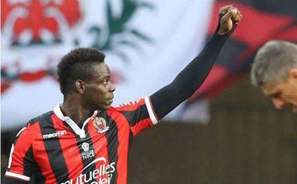 Balotelli recibió insultos racistas durante el partido Bastia-Niza por parte de algunos aficionados del equipo local.