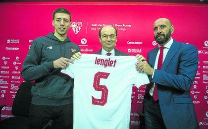 Lenglet fue el primer refuerzo invernal del Sevilla. UESyndication.