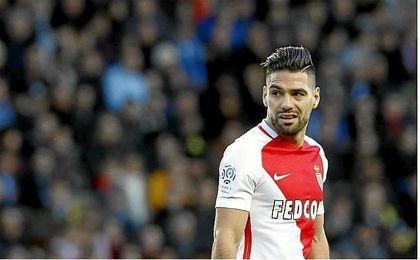 Falcao pone líder en solitario al Monaco