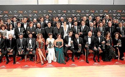 Imagen con todos los premios en la gala de los Goya 2017.