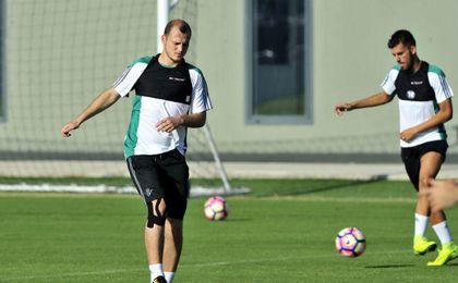 Zozulya, durante un entrenamiento en el Betis. UESyndication.
