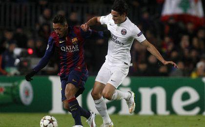 Adriano y Cavani en el último encuentro disputado entre Barça y PSG. UESyndication.
