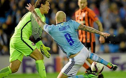 Guidetti fue incapaz de batir a Pyatov.