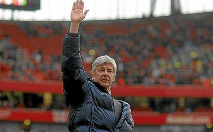Wenger seguirá siendo entrenador del Arsenal.