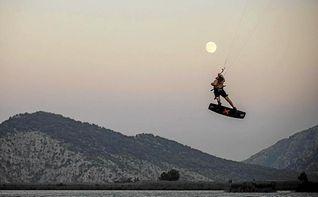 El campeón mundial Liam Whaley presenta una película de kitesurf