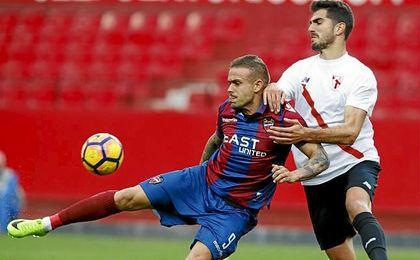 Sevilla At. 1-1 Levante: El Sevilla Atlético araña un punto en la visita del líder