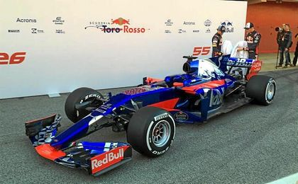 Toro Rosso presenta en Montmeló el nuevo STR12 de Sainz y Kvyat
