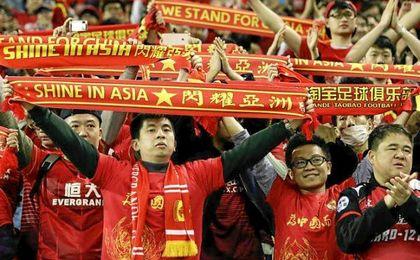 Los aficionados chinos esperan que su fútbol sea una potencia en 2050.