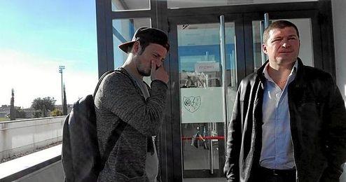 Zozulya, a su llegada a las oficinas del Rayo Vallecano.
