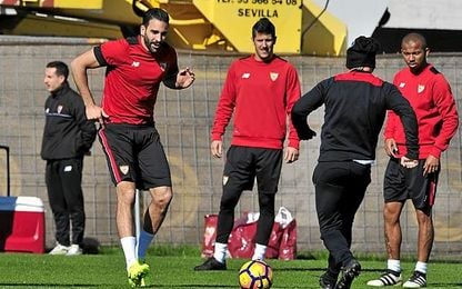 """El Sevilla busca seguir """"en la punta""""."""