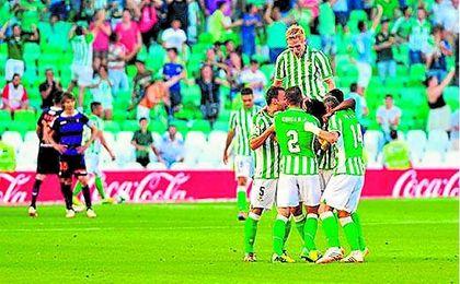 El Betis-Valladolid de la 13/14 fue la última remontada de los verdiblancos en el Benito Villamarín. UESyndication.