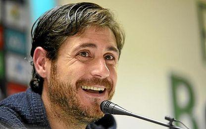 Víctor, técnico del Betis, en rueda de prensa.