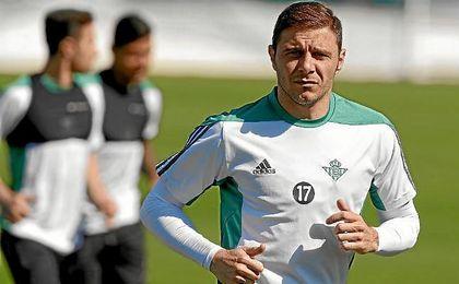 Joaquín, durante un entrenamiento del Betis.