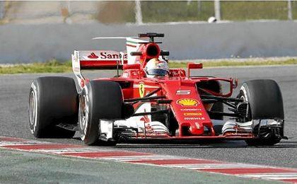 Vettel bate el récord de Bottas y el McLaren provoca dos banderas rojas
