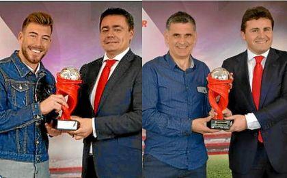 Sergi Enrich y Mendilibar recogiendo sus respectivos premios. LaLiga.