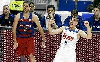Real Madrid 76-75 Barcelona: Llull resuelve un clásico vibrante