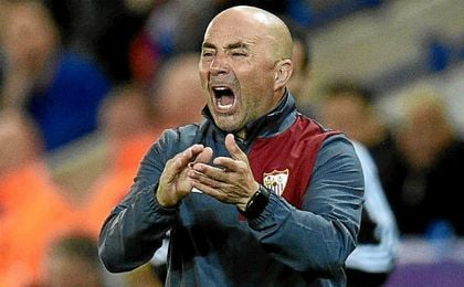 Sampaoli, ayer en la banda del King Power Stadium.