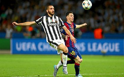 Lance entre Bonucci y Messi durante la final de Berlín 2015.