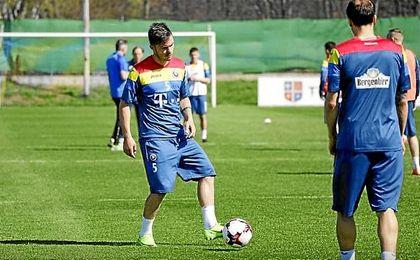 Tosca, durante el entrenamiento de hoy con la selección rumana.