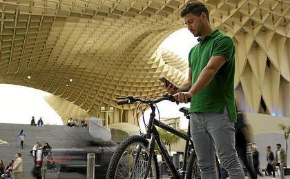 Nace en Sevilla la primera app que premia por desplazarse en bici y a pie