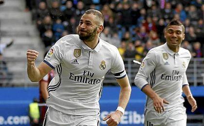 Karim Benzema celebrando un tanto.