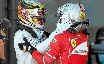 Hamilton felicita a Vettel por su triunfo en Australia.