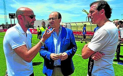 Arias, junto a Monchi, a quien sucederá si el consejo que encabeza Castro aprueba su nombramiento.