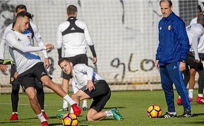 Munir, durante un entrenamiento del Valencia CF.