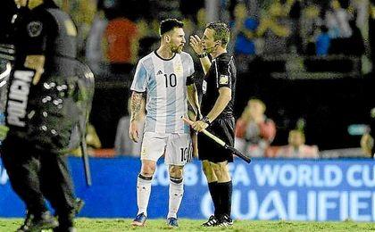 La AFA apelará sanción impuesta a Messi por la FIFA.