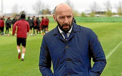 Monchi, en un entrenamiento del Sevilla.