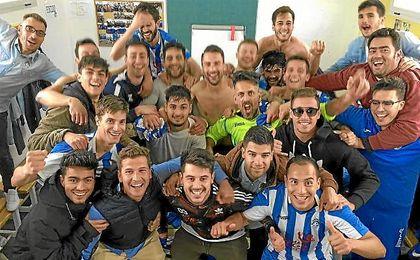 El UP Viso celebró a lo grande su victoria ante el Cartaya por 1-0 con un gol en el 94´.
