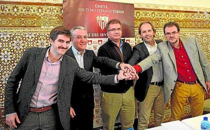Los representantes de las dos plataformas anunciarán hoy su unión en la Peña de San Bernardo.