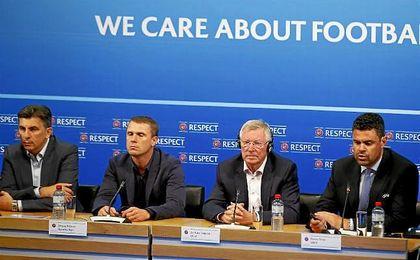 Ruenión de entrenadores de la UEFA. En la imagen, Lupescu, Rebrov, Fergusson y Pinto.