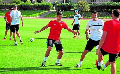 Sillero, en un entrenamiento con el primer equipo del Almería.