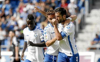 El Tenerife ganó con polémica.
