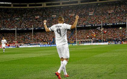 Benzema celebra el gol anotado el pasado curso en el Calderón.