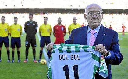 El Betis y la Juve felicitan a Luis 'Settepulmoni' del Sol por su cumpleaños