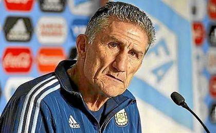 Argentina no da con la tecla para el banquillo.