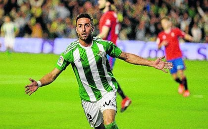 Rafa Navarro anotó en último gol de un defensa del Betis.