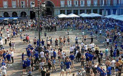 Los hooligans del Leicester, en la Plaza Mayor.
