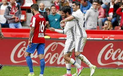 Morata e Isco celebran uno de los goles.